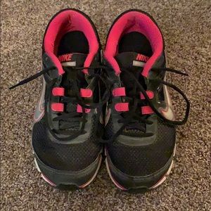 Nike — pink and black dual fusion running shoes
